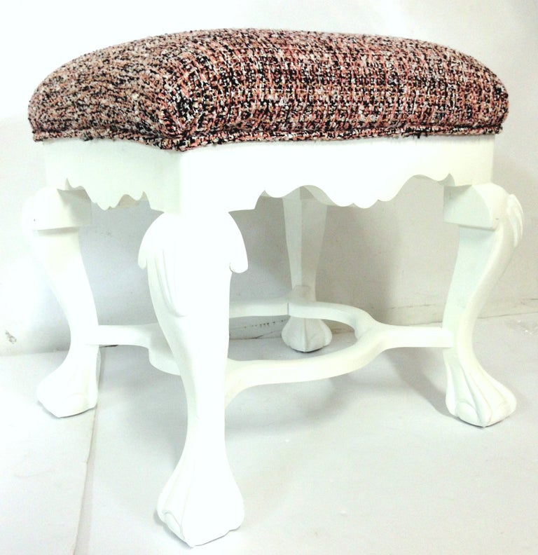 20th Century Pair of Queen Anne Style Mahogany Boucle Upholstered Benches In Good Condition For Sale In West Palm Beach, FL