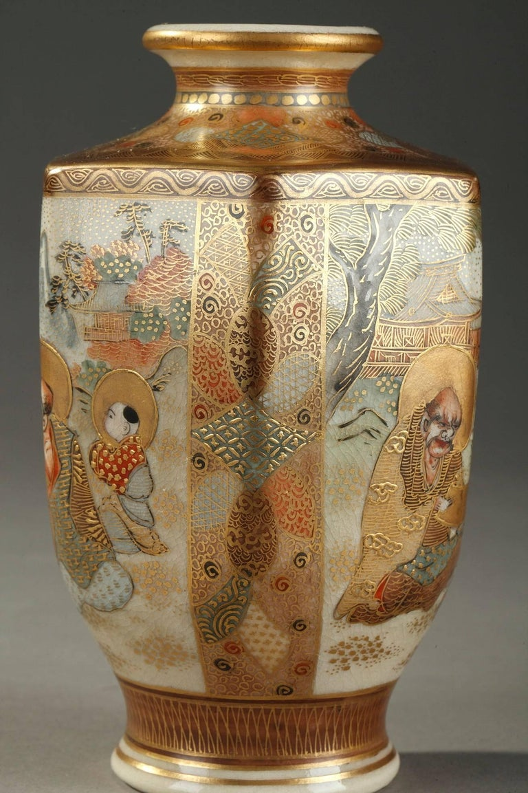 20th Century Pair of Small Porcelain Satsuma Vases In Good Condition For Sale In Paris, FR