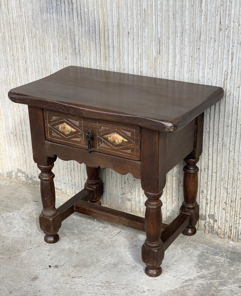 20th Century Pair of Spanish Nightstands with Drawer and Iron Hardware For Sale 4