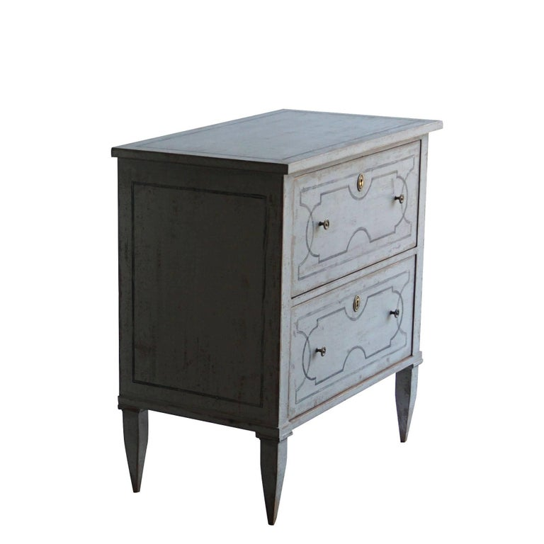 20th Century White Pair of Swedish Gustavian Chests, Antique Pinewood Commodes In Good Condition In West Palm Beach, FL