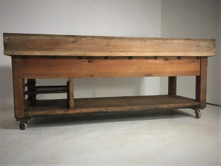 20th Century Pine and Sycamore Bakers Table Kitchen Island Table Centerpiece For Sale 13