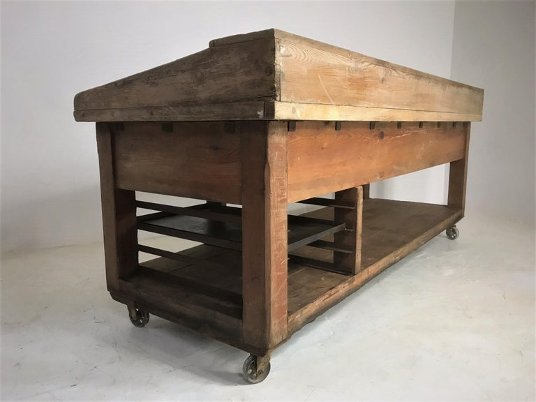20th Century Pine and Sycamore Bakers Table Kitchen Island Table Centerpiece For Sale 14