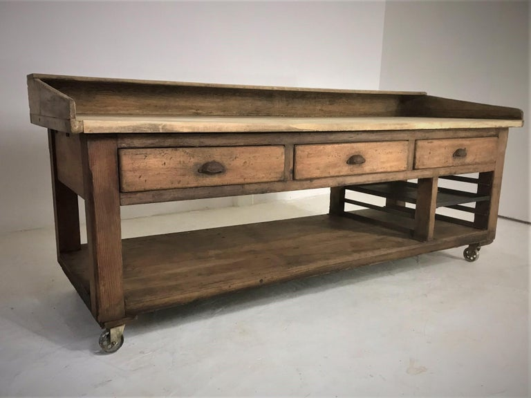 Industrial 20th Century Pine and Sycamore Bakers Table Kitchen Island Table Centerpiece For Sale