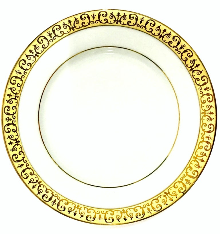 Sri Lankan Porcelain and 22-Karat Gold Dinnerware Set of 14 Pieces by Royal Gallery For Sale