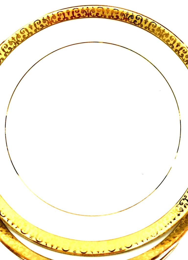 20th Century Porcelain and 22-Karat Gold Dinnerware Set of 14 Pieces by Royal Gallery For Sale