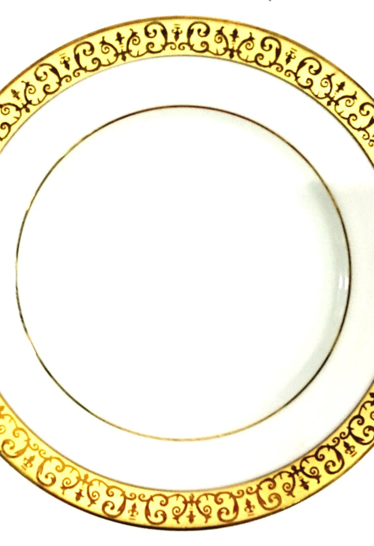 Porcelain and 22-Karat Gold Dinnerware Set of 14 Pieces by Royal Gallery For Sale 1