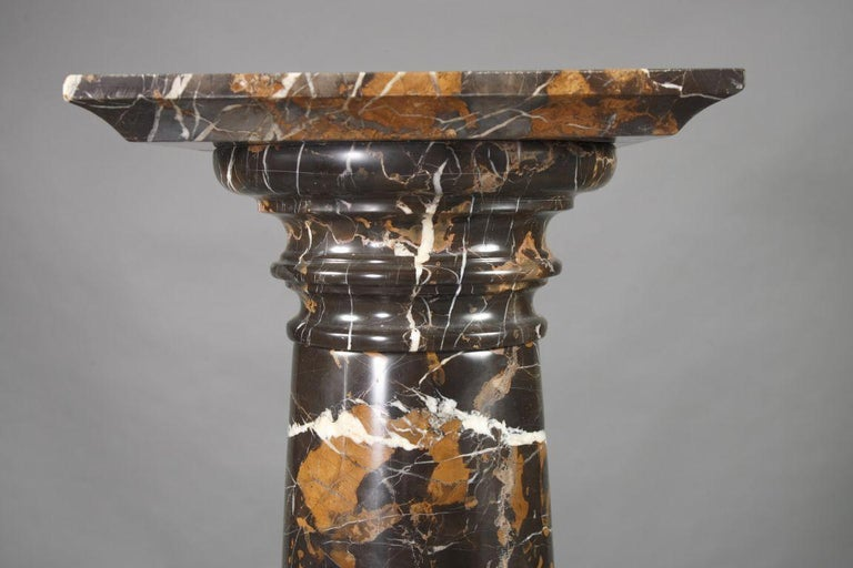 Italian 20th Century Quality Marble Pillar/Column in Neoclassical Style, Gray-White For Sale