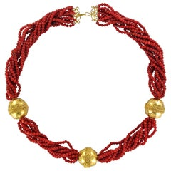 20th Century Red Coral Pearls 18 Karat Yellow Gold Chiseled Pearls Necklace