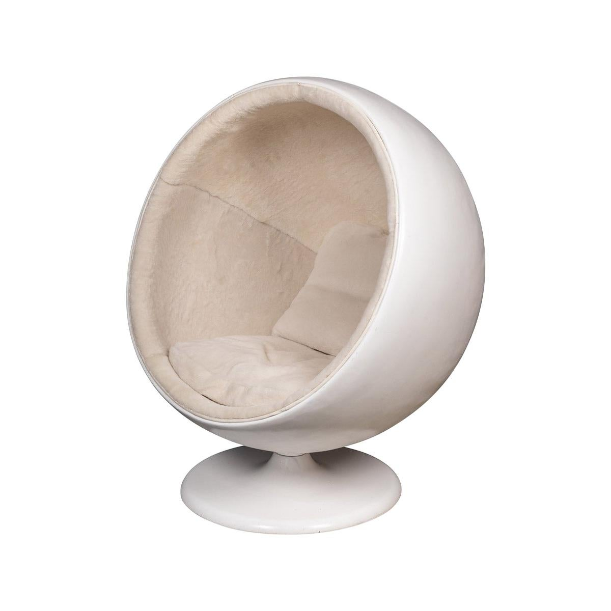 20th Century Retro Ball Chair in the Style of Eero Aarnio for Asko, C.1960