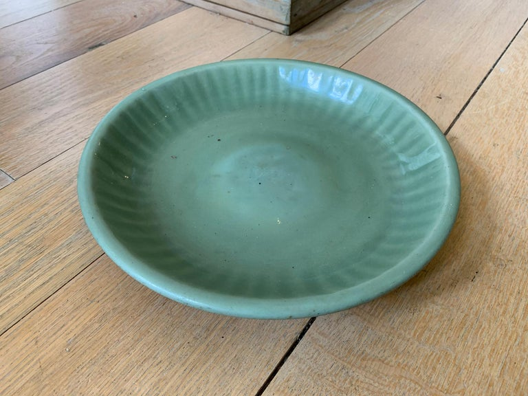 20th Century Round Celadon Glazed Pottery Plate In Good Condition For Sale In Atlanta, GA