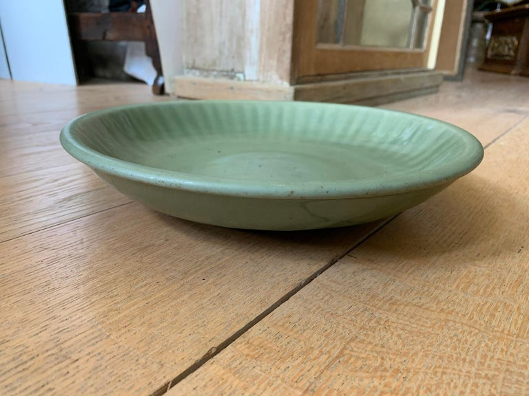 20th Century Round Celadon Glazed Pottery Plate For Sale 1