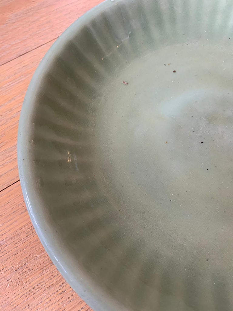 20th Century Round Celadon Glazed Pottery Plate For Sale 3