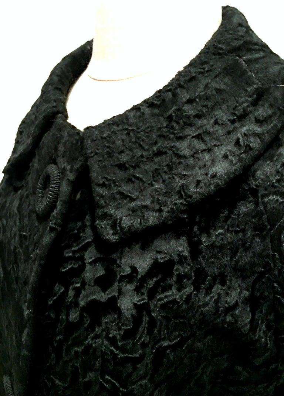 20th Century Sculptural Persian Jet Black Lamb Fur Swing Car Coat For Sale 7