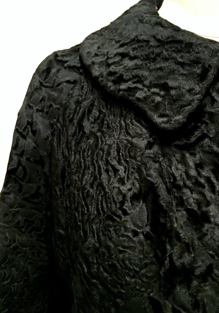 20th Century Sculptural Persian Jet Black Lamb Fur Swing Car Coat For Sale 10