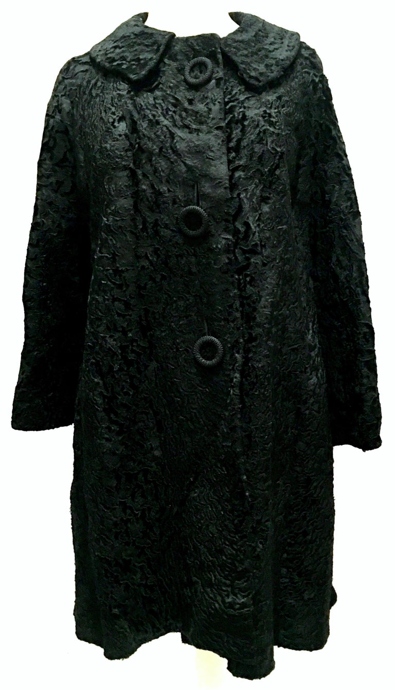 20th Century Sculptural Persian Jet Black Lamb Fur Swing Car Coat In Good Condition For Sale In West Palm Beach, FL