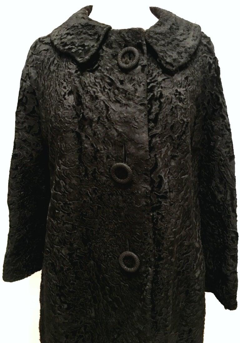 20th Century Sculptural Persian Jet Black Lamb Fur Swing Car Coat For Sale 1