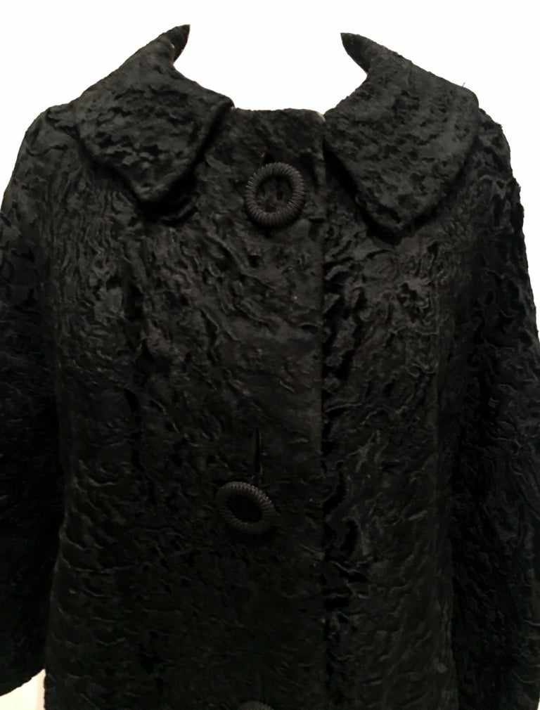 20th Century Sculptural Persian Jet Black Lamb Fur Swing Car Coat For Sale 2
