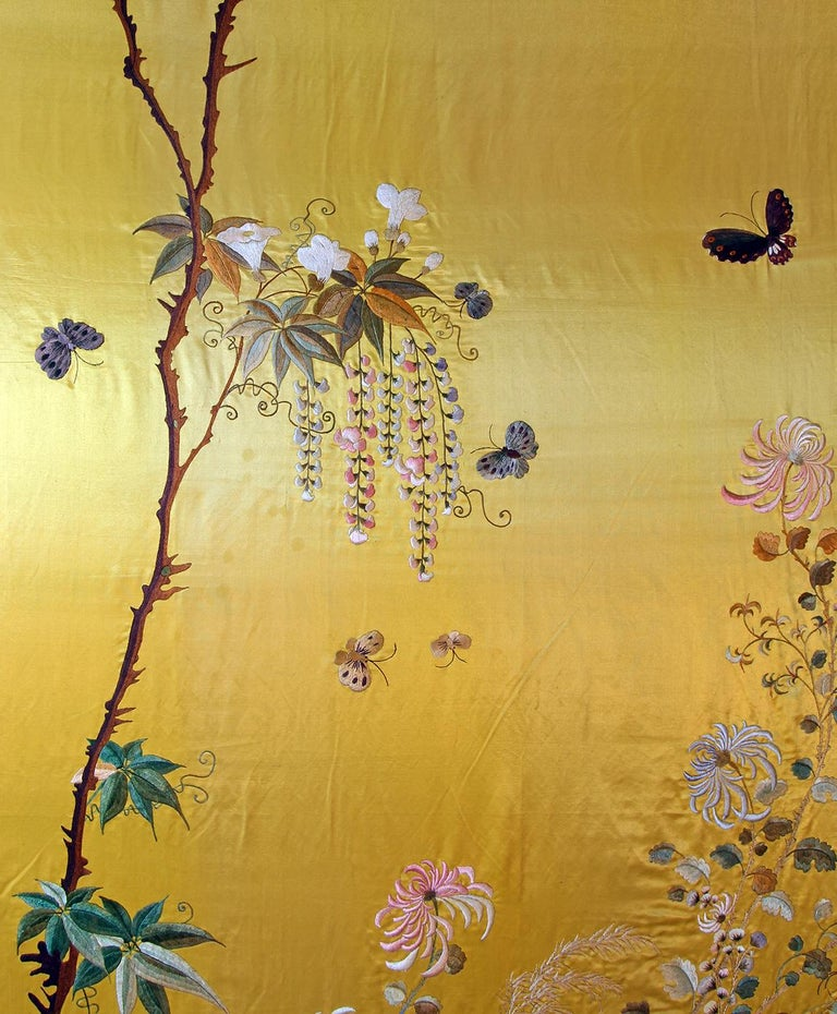 20th Century Silk Embroidered Herons under a Blooming Wisteria of Butterflies In Excellent Condition For Sale In Brescia, IT