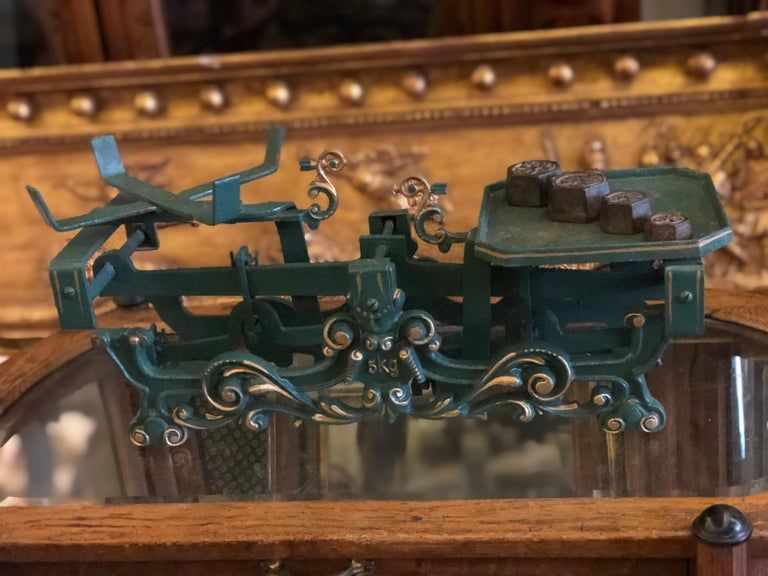 Swiss balance iron scale hand painted in green with floral ornaments decorated in gold. It is made circa 1920 and is in very nice condition.