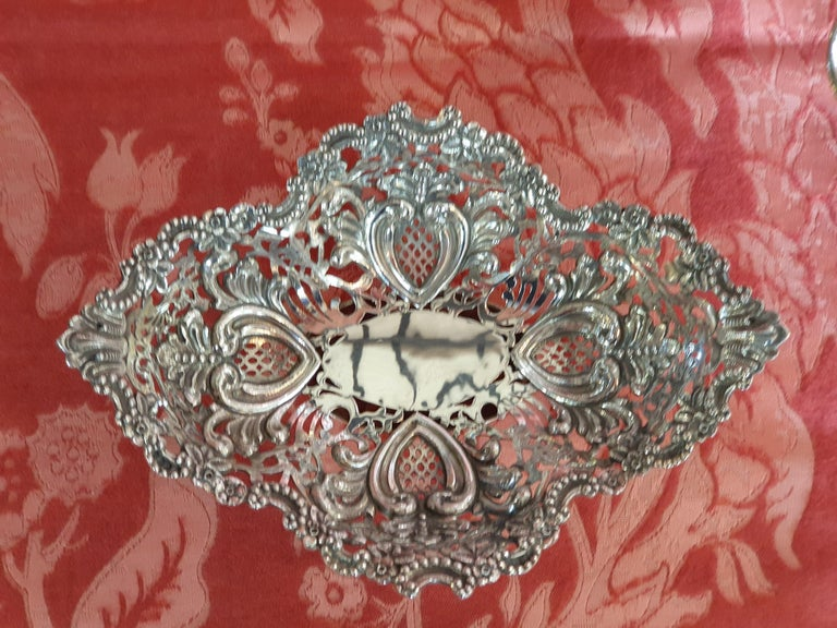 20th Century Victorian Style Handcrafted Sterling Silver Epergne, Italy, 1998 In Excellent Condition For Sale In Cagliari, IT