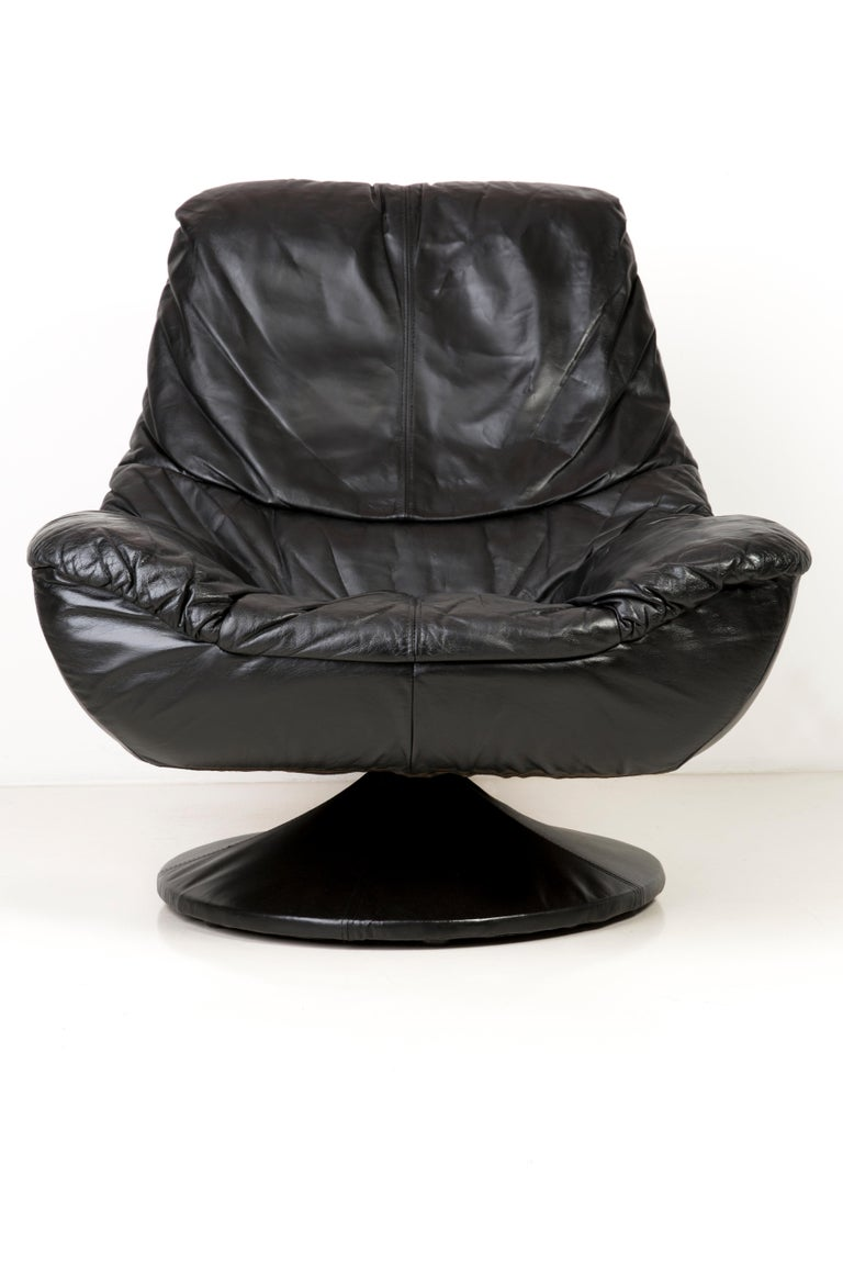 Mid-Century Modern 20th Century Vintage Black Soft Leather Swivel Armchair, Italy, 1960s For Sale