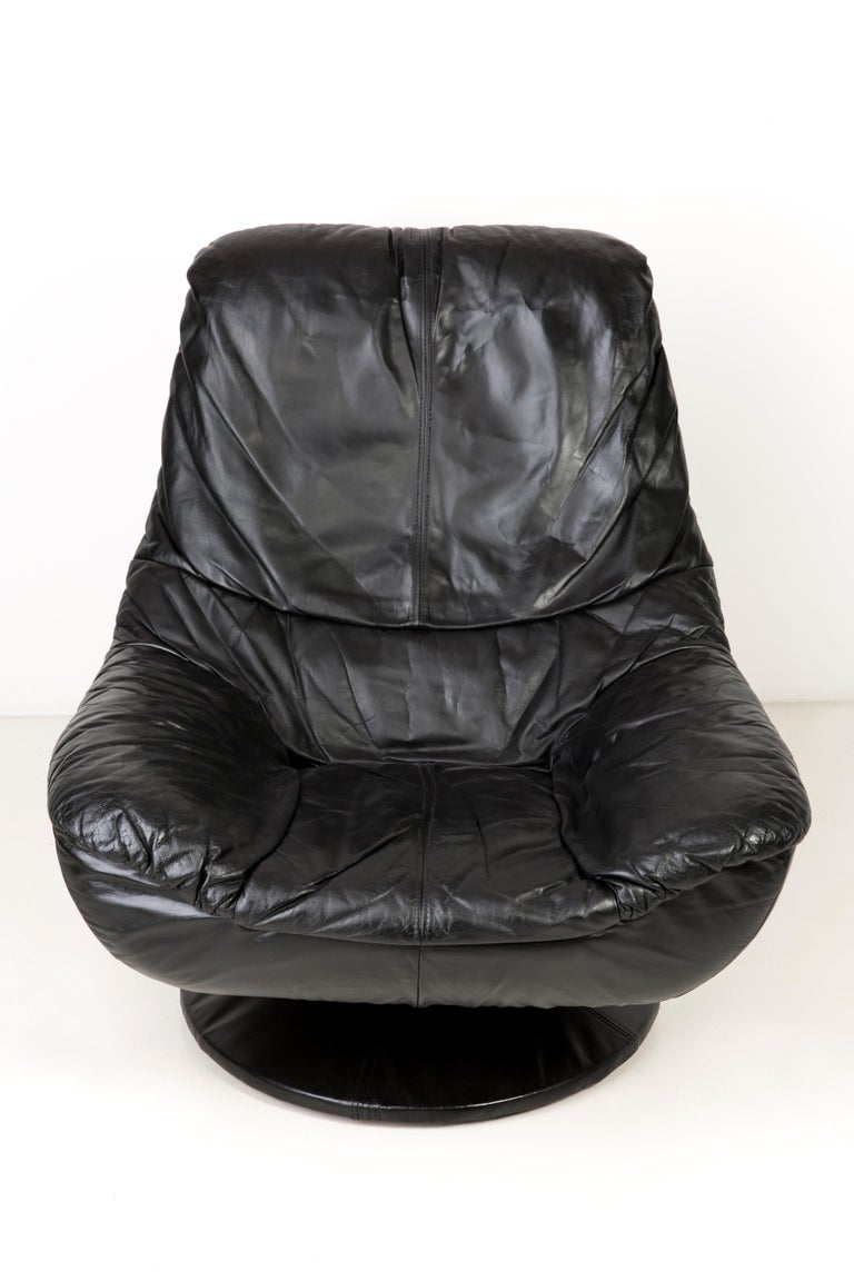 Polish 20th Century Vintage Black Soft Leather Swivel Armchair, Italy, 1960s For Sale