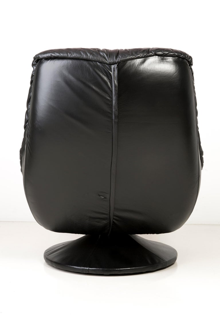 20th Century Vintage Black Soft Leather Swivel Armchair, Italy, 1960s In Good Condition For Sale In 05-080 Hornowek, PL