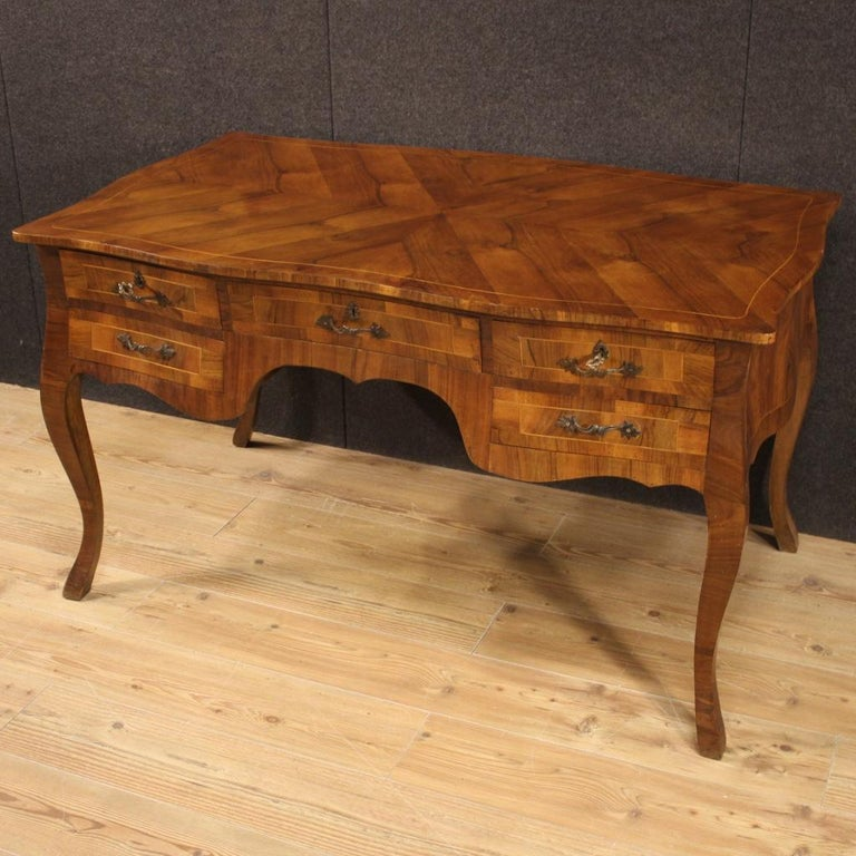 20th Century Walnut Maple and Fruitwood Italian Writing Desk, 1960 In Good Condition For Sale In Vicoforte, Piedmont