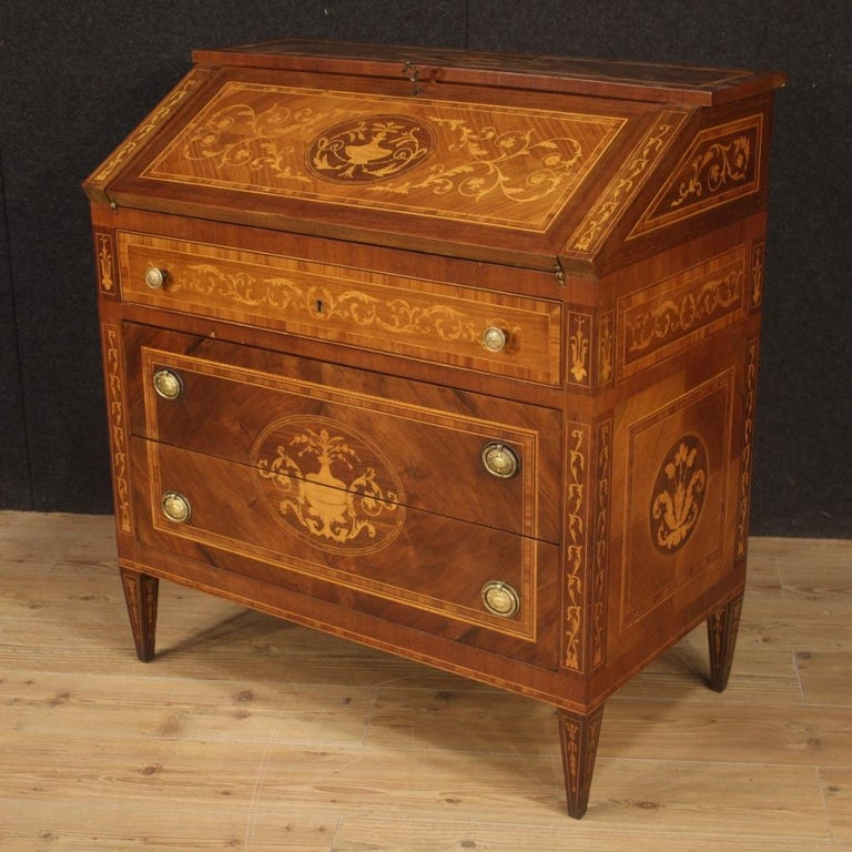 Elegant Italian bureau from 20th century. Pleasantly decorated Louis XVI style furniture inlaid in walnut, rosewood, palisander, maple, ebonized wood and fruitwood. Bureau of excellent proportion, it can be easily placed in different points of the
