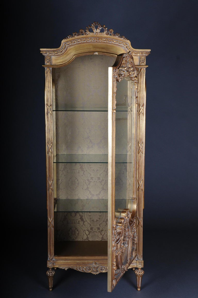 20th Century Elegant French Showcase in Louis XVI Style For Sale 1