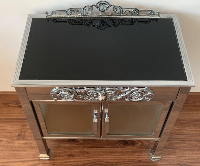 French Art Deco Pair of Brass Side Table or Nightstands, Drawer and Door For Sale 1