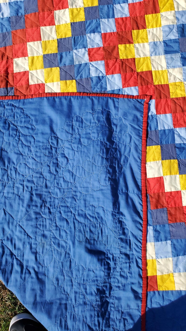 20th Century Pennsylvania Amish Philadelphia Pavement Quilt In Good Condition For Sale In Los Angeles, CA