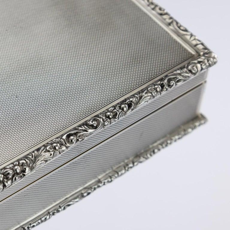 20th Century Solid Silver Cigar Box by Richard Comyns, circa 1960 For Sale 5