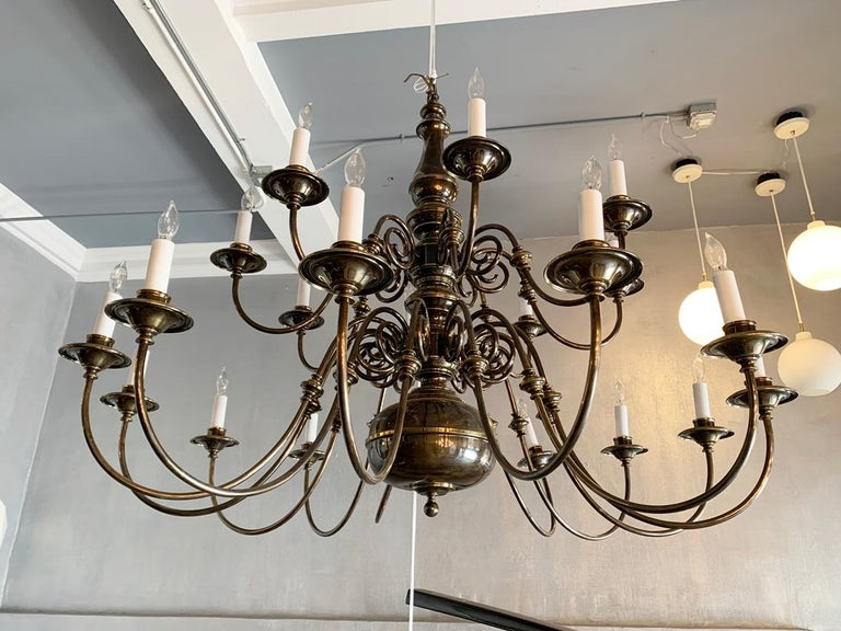 21-Arm Solid Brass Chandelier by Feldman, CA, 1980s In Good Condition For Sale In Los Angeles, CA