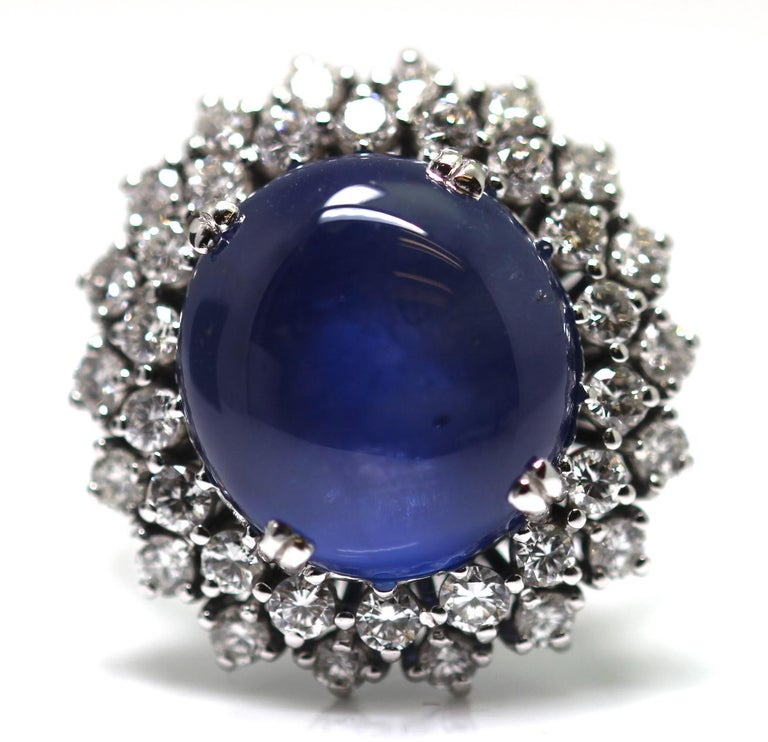 21 Carat Vintage Star Sapphire and Diamond Cluster White Gold Cocktail Ring In Excellent Condition For Sale In London, GB