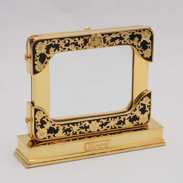 21 Century Gilt Silver Floral Double Picture Frame, Reflection Noir In Good Condition For Sale In Sarezzo, IT