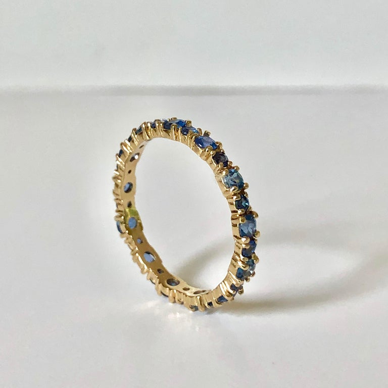 Modern 2.10 Carat Ceylon Sapphire Engagement Eternity Wedding Band Ring Gold For Sale