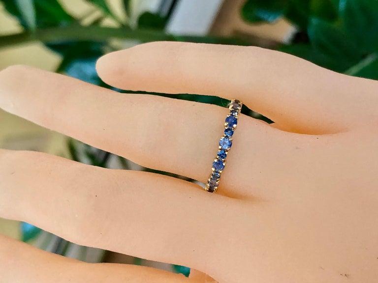 Round Cut 2.10 Carat Ceylon Sapphire Engagement Eternity Wedding Band Ring Gold For Sale