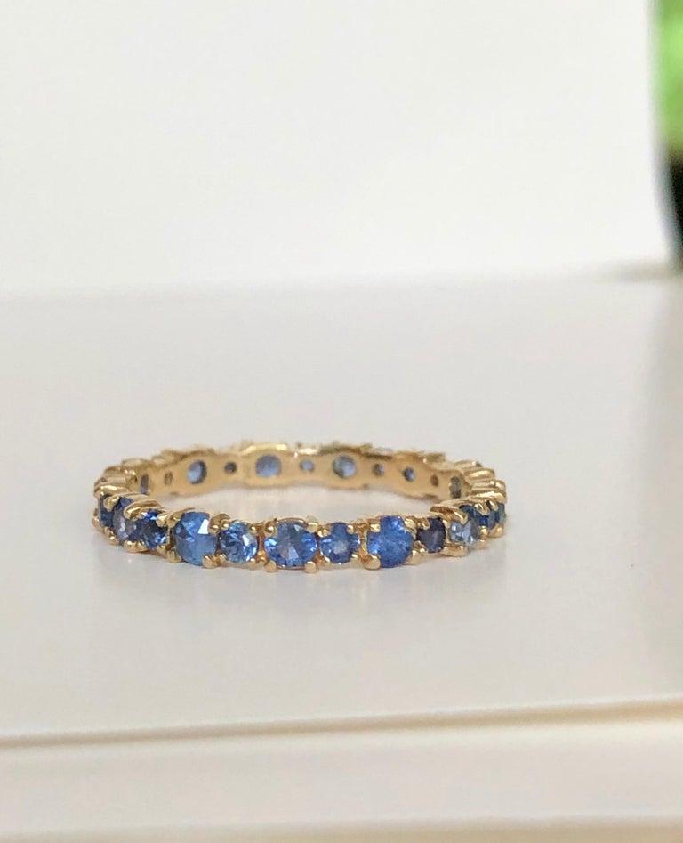 Women's or Men's 2.10 Carat Ceylon Sapphire Engagement Eternity Wedding Band Ring Gold For Sale