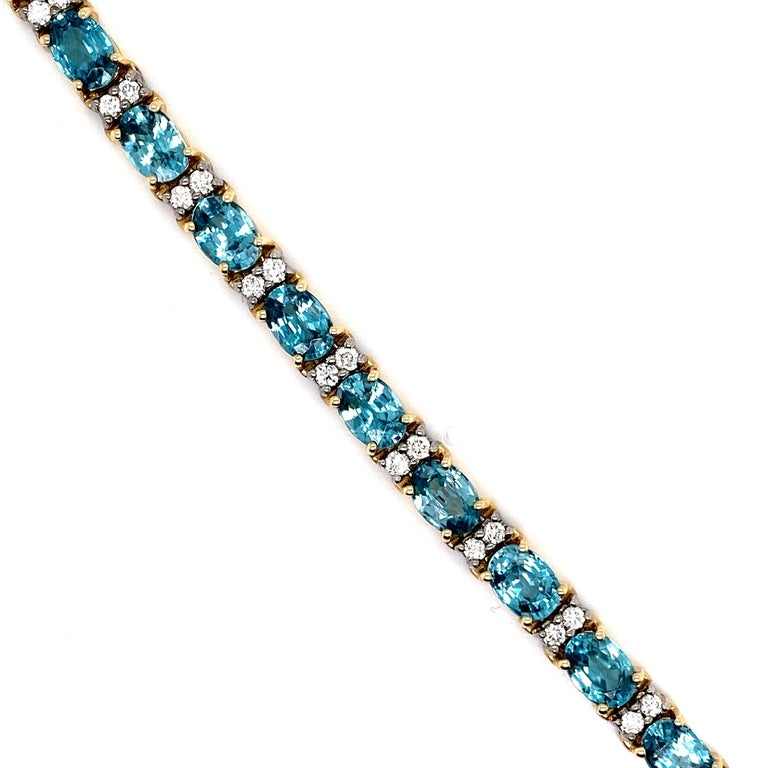 21.50 Carat Blue Zircon and Diamond Bracelet In New Condition For Sale In Great Neck, NY