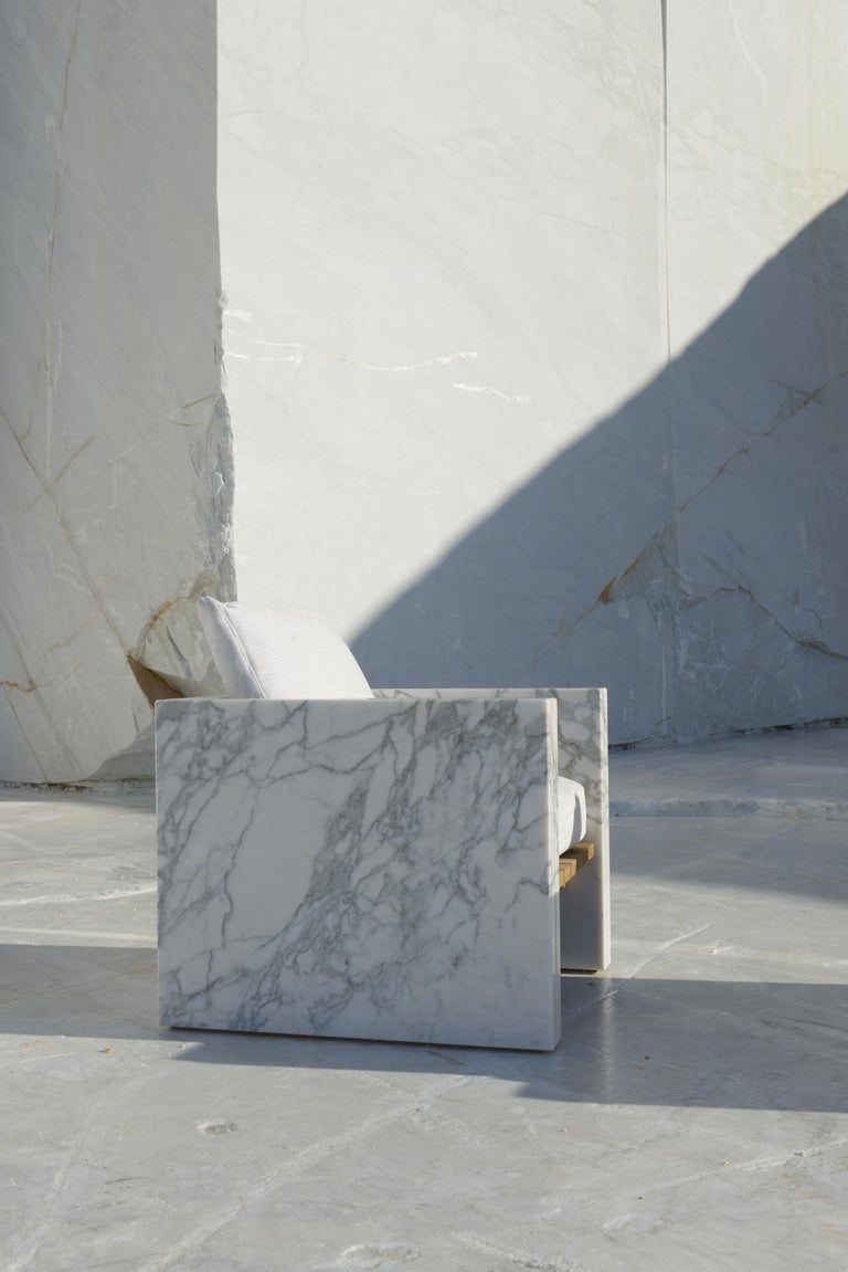 Italian 21st Century Bettogli White Statuario Marble Armchair with Armrests and Cushion For Sale