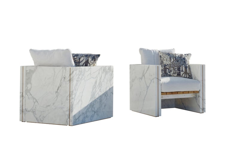 Polished 21st Century Bettogli White Statuario Marble Armchair with Armrests and Cushion For Sale
