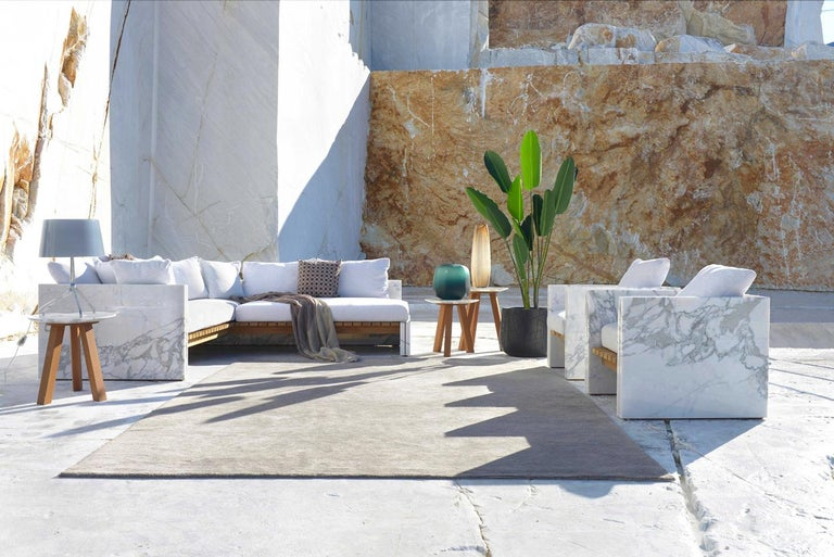 21st Century Bettogli White Statuario Marble Armchair with Armrests and Cushion In New Condition For Sale In Carrara, IT