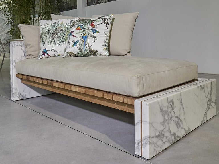 21st Century Bettogli White Statuario Marble Chaise Lounge Customized Cushions In New Condition For Sale In Carrara, IT