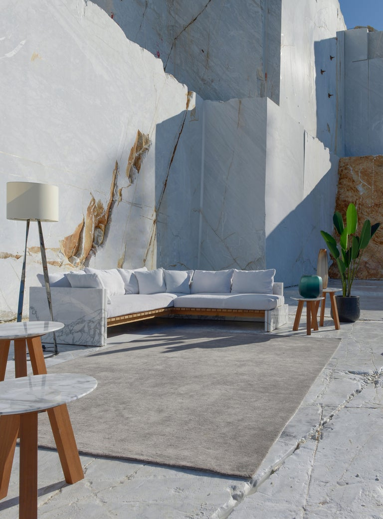 21st Century Bettogli White Statuario Marble Corner Sofa Customized Cushions In New Condition For Sale In Carrara, IT