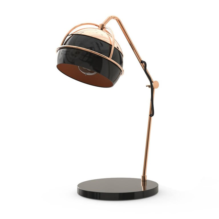 The Black Widow, the master of the art of weaving and heartless predator, has strongly inspired our designers to develop the Black Widow Family. Emerging exquisite contemporary lamps into sensory pieces of extreme elegance. The Black Widow table