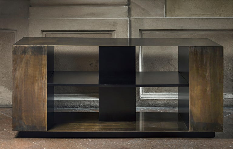 21st Century by Pelizzari Studio Wood Black Lacquered Bookcase Etched Brass Skin In New Condition For Sale In Brescia, IT