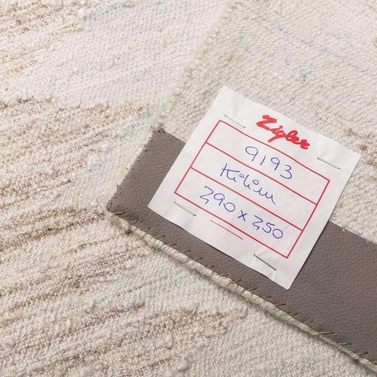 21st Century Handmade Flat-Weave Rug Scandinavian Design over Beige and Pink For Sale 4