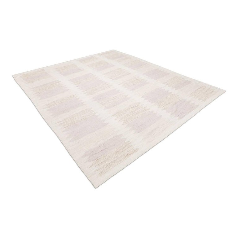 Contemporary rug handmade in the handcrafted looms that our firm has in Pakistan. - Made of 100% wool with natural dyes - Scandinavian designs that go perfectly with Nordic furniture - Its rough texture is special to combine with natural