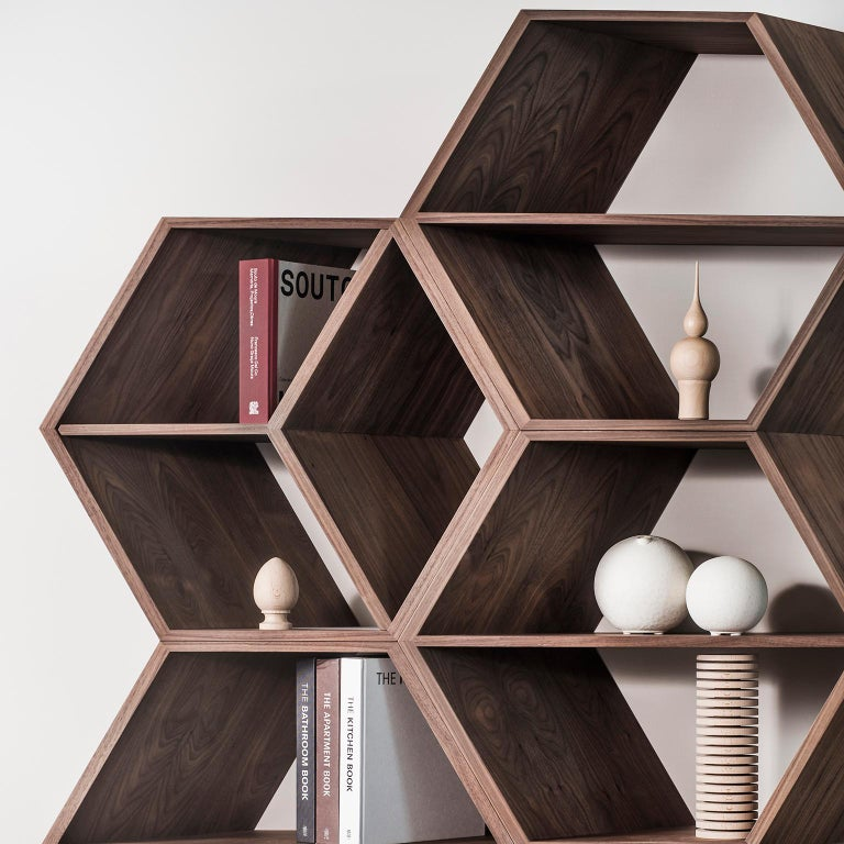 21st Century Hobart Bookcase Slanted Shape Walnut Champagne Lacquer In New Condition For Sale In Cartaxo, PT